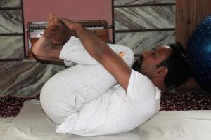pavanmuktasana-yoga-for-controlling-age